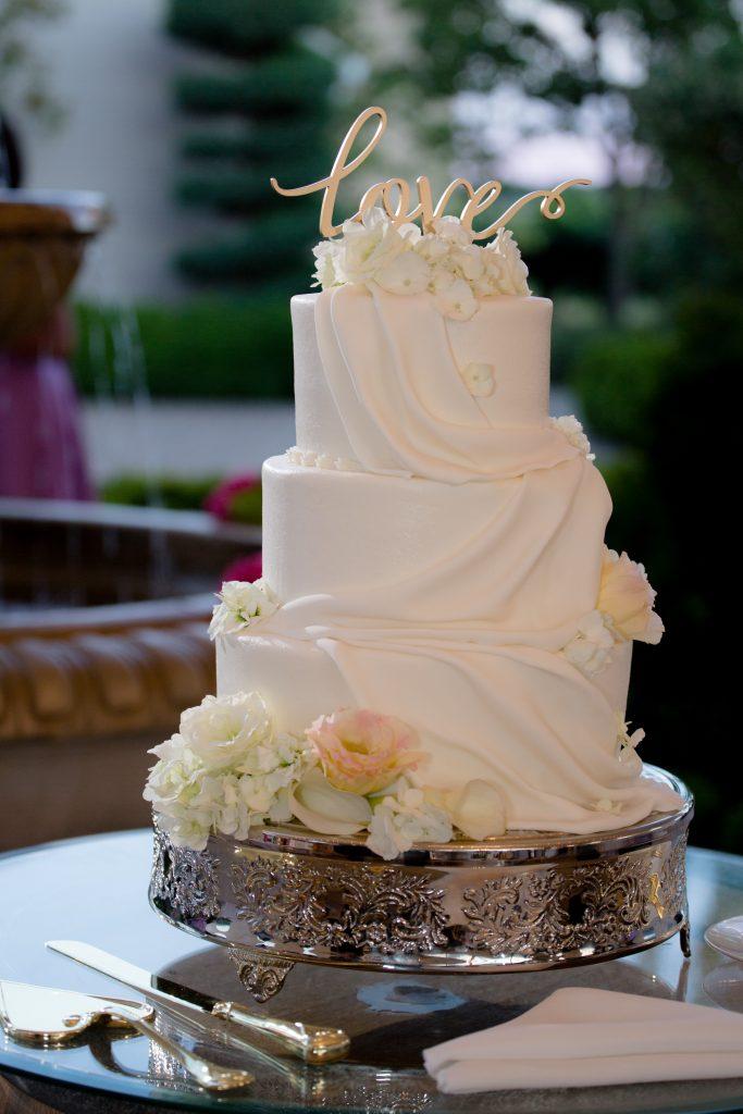 choosing the perfect wedding cake maryrose serac. Black Bedroom Furniture Sets. Home Design Ideas